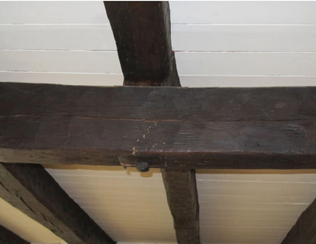 Two crossing beams on a holding up a ceiling